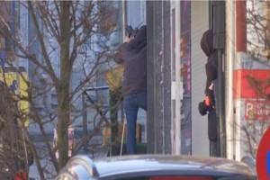 """Συναγερμός στις Βρυξέλλες: Ένοπλος έχει """"ταμπουρωθεί""""σε κτίριο!"""