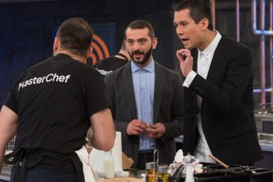 Master Chef: Βγήκαν τα φτυάρια στο παιχνίδι ο ένα μιλά και ο άλλος κάνει τον... σταυρό του (video)