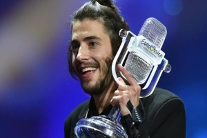 Salvador Sobral: Αγνώριστος ο νικητής της Eurovision μετά την μεταμόσχευση καρδιάς! (photos)