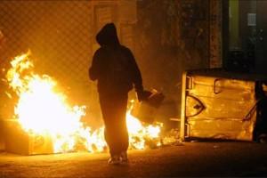 Πεδίο μάχης και πάλι τα Εξάρχεια:Επίθεση με μολότοφ εναντίον αστυνομικών