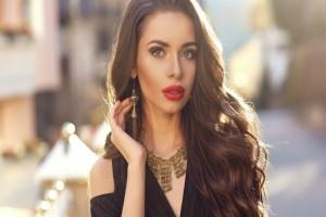 Ένα τέλειο τρικ: Υπέροχα κυματιστά μαλλιά μέσα σε 10 λεπτά! (Video)