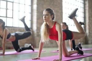 Αυτό 15λέπτο πρόγραμμα γυμναστικής  θα σε επαναφέρει μετά από κάθε χαλαρό τριήμερο!