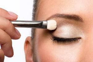 Κορίτσια δώστε βάση: 4 tips για τις σκιές ματιών που θα σας σώσουν!