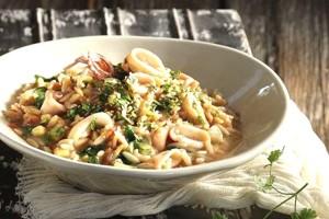 Μια εύκολη συνταγή για την Καθαρά Δευτέρα: Κριθαρότο με καλαμαράκια!