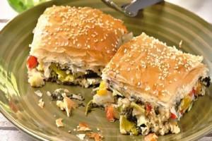 Μία ξεχωριστή συνταγή: Νηστίσιμη πίτα με πολύχρωμα λαχανικά!
