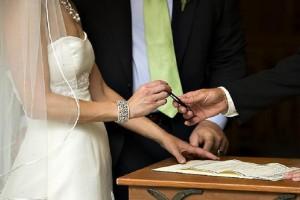 Σαν σήμερα στις 17 Φεβρουαρίου το 1982 εισήχθη προς συζήτηση στη Βουλή νομοσχέδιο για τον πολιτικό γάμο