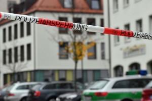 70χρονος μαχαίρωσε τρεις πρόσφυγες έξω από εκκλησία!