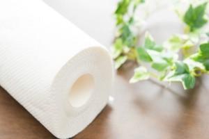 Προσοχή: Αυτά είναι 4 πράγματα μέσα στο σπίτι που δεν πρέπει ποτέ να καθαρίσετε με χαρτί κουζίνας!