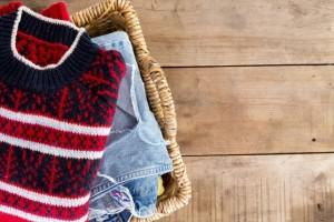 Θα σας λύσει τα χέρια: Ένα εύκολο και γρήγορο κόλπο για να διπλώνετε τα ρούχα σας! (Video)