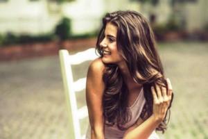 Θες λαμπερά μαλλιά; Αυτά είναι τα λάθη που κάνεις καθημερινά και σε εμποδίζουν να τα αποκτήσεις!