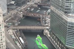 Ο απίστευτος λόγος που έβαψαν πράσινο το ποτάμι στο Σικάγο! (Video)