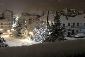 Απίστευτες εικόνες στην Φλώρινα: Έστρωσε ανοιξιάτικο χιόνι! Έφθασε τους 26 πόντους (Photos)