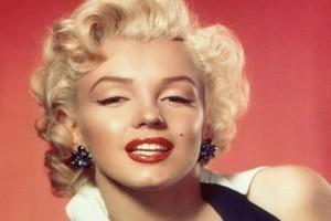 Σακί για πατάτες ως φόρεμα; Αν είσαι η Marilyn Monroe μέχρι και αυτό μπoρεί να σε αναδείξει!
