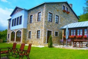 Τάσος Δούσης: Που βρίσκεται ο καλύτερος ξενώνας στην Ελλάδα; Γιατί στην booking έχει 10 με τόνο!