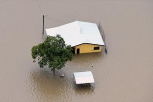 Η φωτογραφία της ημέρας: Ένα σπίτι «έχει βυθιστεί» σε πλημμυρισμένα νερά στην Αυστραλία!