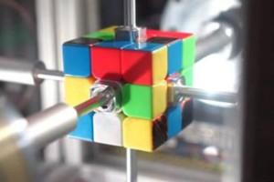 Απίστευτο: Ρομπότ λύνει τον κύβο του Ρούμπικ σε 0,38 δευτερόλεπτα (video)