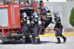 «Μάχη» με τις φλόγες έδωσαν οι πυροσβέστες! - 130 πυρκαγιές σε ένα 24ωρο!