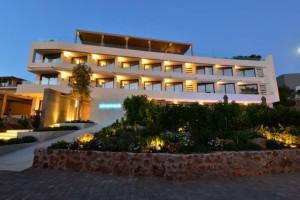 Πολυτελής διαμονή σε ένα νέο παραθαλάσσιο 5* ξενοδοχείο στη Βουλιαγμένη