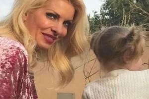 Το βίντεο της Μενεγάκη με την μικρή Μαρίνα! Τα γέλια του παιδιού της και το αστείο στιγμιότυπο! (video)