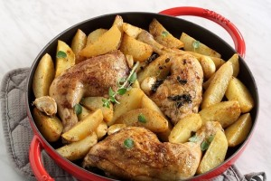 Μία παραδοσιακή συνταγή: Λεμονάτα μπουτάκια κοτόπουλου με πατάτες!