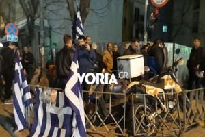 Θεσσαλονίκη: Διαμαρτυρία στο τουρκικό προξενείο για τη σύλληψη των δύο Ελλήνων στρατιωτικών! (Video)