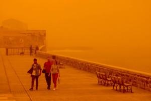Σοκαριστικές φωτογραφίες από την Κρήτη: Την «κατάπιε» ολόκληρη η σκόνη!