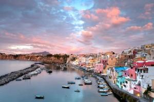 Νάπολη: Σε αυτό το χωριό της Ιταλίας τα χρώματα παίρνουν ζωή… (photos)