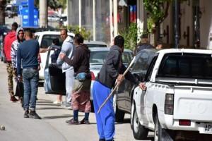 Απίστευτο σκηνικό στο Ναύπλιο: Ξύλο με καδρόνια και σιδηρολοστούς σε διανομή τροφίμων!