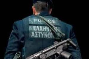 Τραγικό περιστατικό: Εκοψε τις φλέβες του μέσα στα κρατητήρια