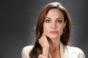 Είναι επίσημο! Αυτός είναι ο νέος σύντροφος της Angelina Jolie μετά το διαζύγιο! Το παραδέχθηκε...
