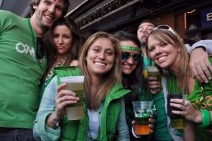 Γιατί οι Ιρλανδοί πίνουν σαν να μην υπάρχει αύριο στην γιορτή του St. Patrick`s Day;