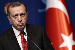 Προκλητική δήλωση Ερντογάν σε Παυλόπουλο: Γλιτώσατε να γίνετε παστά ψάρια και πέσατε στη θάλασσα!
