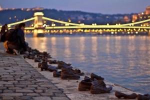 Τα παπούτσια του Δούναβη: Ένα από τα πιο συγκινητικά μνημεία που υπάρχουν