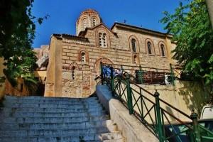 Πάσχα στην Αθήνα; Αυτές είναι οι ωραιότερες εκκλησίες για να κάνεις Ανάσταση!