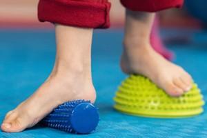 Πείτε αντίο στις σόλες: 10 άνετα και κομψά παπούτσια για όσους έχουν πλατυποδία!