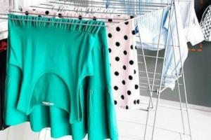 Σοβαρούς κινδύνους εγκυμονεί το στέγνωμα των ρούχων μέσα στο σπίτι!