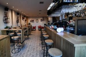 Θα πάθετε πλάκα με τη μεταμόρφωση ενός θρυλικού bar στον Πειραιά!