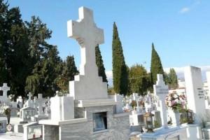 Σοκ στο Ηράκλειο: Πήγε στον οικογενειακό τάφο και βρήκε μέσα θαμμένο έναν… άγνωστο!
