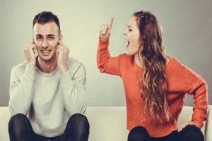 Επική αντίδραση άντρα: Έριξε το κεφάλι του σε τζαμαρία επειδή γκρίνιαζε η κοπέλα του!