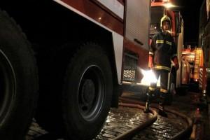 Συνεχείς αναζωπυρώσεις στην Αυλώνα! - Οι φλόγες έφτασαν κοντά στη μονή Στουδίου