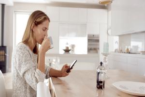 Δώστε βάση: 5 σημεία του σπιτιού στα οποία δεν πρέπει να χρησιμοποιείτε το κινητό σας!