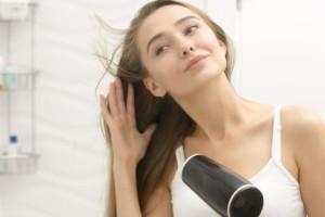Ο σοβάρος λόγος που δεν πρέπει να χρησιμοποιείτε ποτέ το σεσουάρ μαλλιών στα ξενοδοχεία!