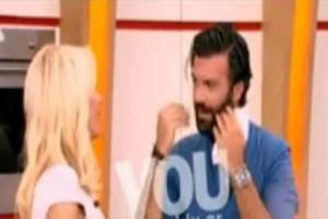 Η «μπηχτή» της Μενεγάκη στον Παπακώστα: «Να το κάνεις αυτοκόλλητο στο χέρι σου...» (Video)