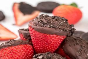Μία συνταγή «κόλαση»: Οι πιο νόστιμες γεμιστές φράουλες με τρούφα Όρεο! - Χρειάζεσαι μόνο 4 υλικά!