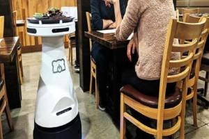 Μία αποτελεσματική σερβιτόρα-ρομπότ που κάνει θραύση! (Video)