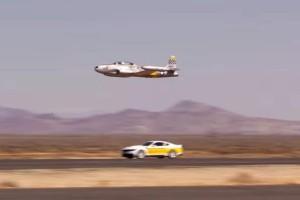 Απίστευτο βίντεο: Η επική κόντρα ανάμεσα σε μια Ford Mustang και ένα… αεροσκάφος!