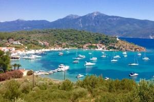Σε ποιο ελληνικό νησί βρίσκεται το ψαροχώρι που γίνεται χαμός κάθε καλοκαίρι από ζάμπλουτους Τούρκους;