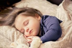 H πραγματική Μαίρη Παναγιωταρά: Τι συμβαίνει όταν αφήνεις τα παιδιά να κοιμηθούν μαζί σου! (Video)