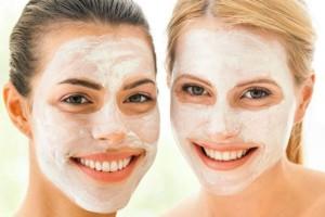 Θα τις λατρέψεις: 5 εύκολες μάσκες για τέλεια επιδερμίδα σε λίγα λεπτά με υλικά από το ψυγείο σου!