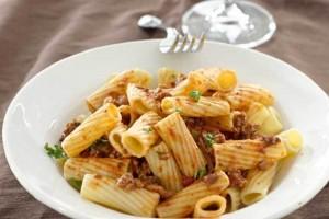 Η συνταγή της ημέρας: Ριγκατόνι με κιμά και τριμμένη μυζήθρα!